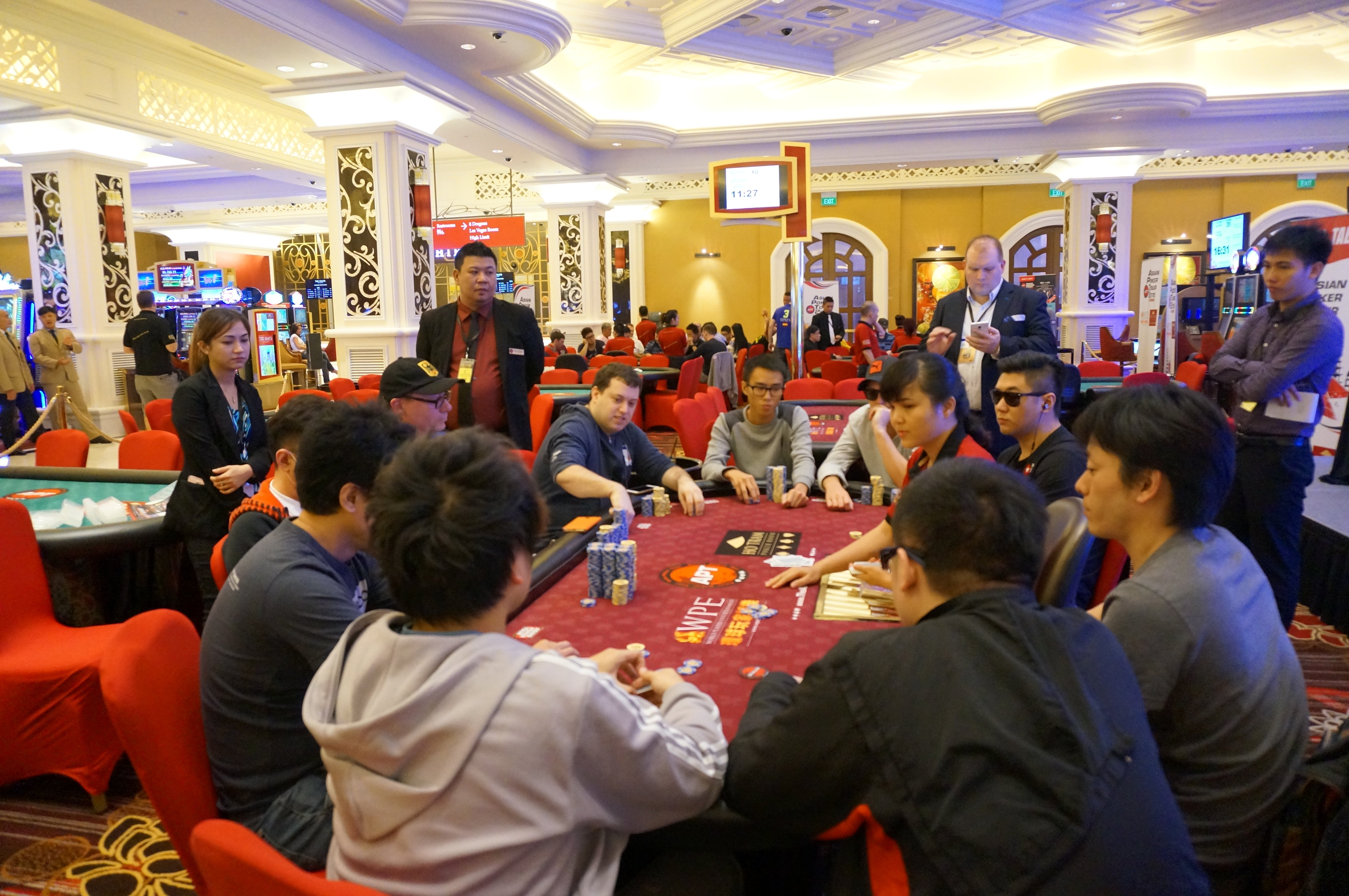 APT Vietnam Main Event: 9 players left for one title!