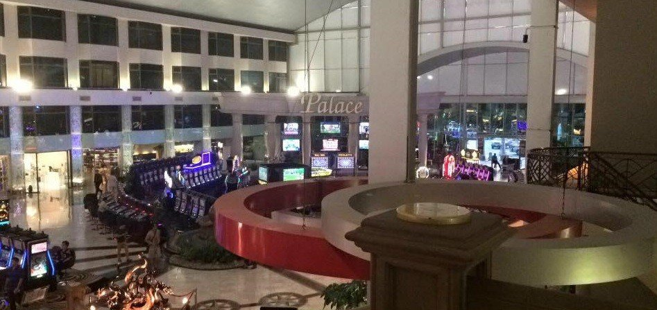 poker-room-poipet-holiday-palace-indoor