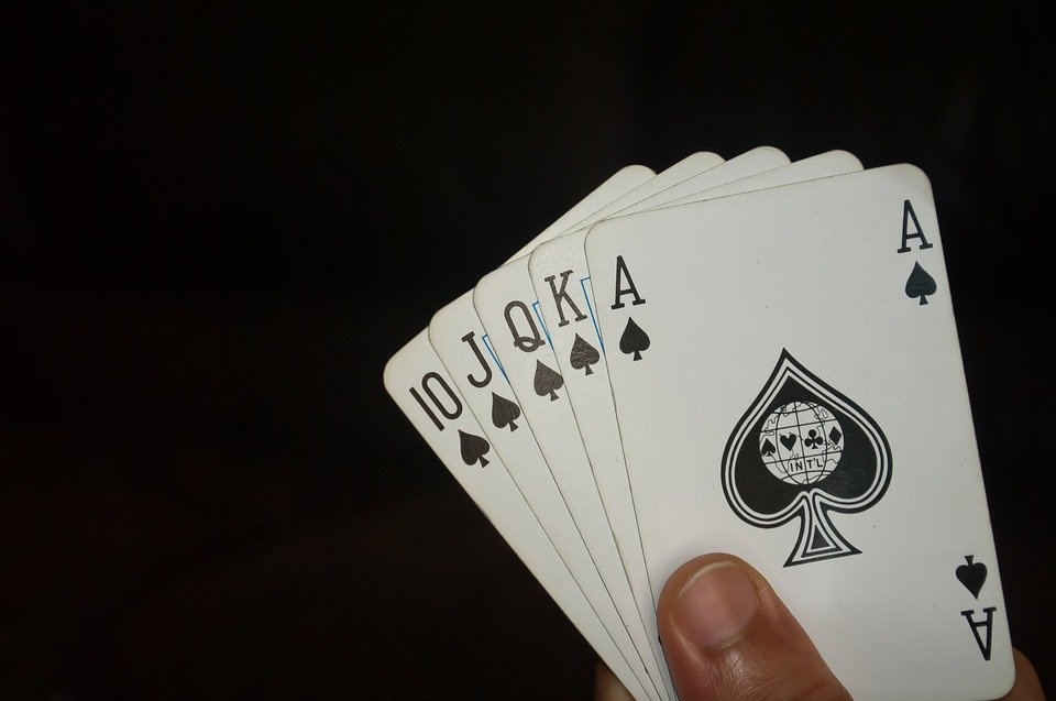 Three Things To Look For When Playing Online Poker