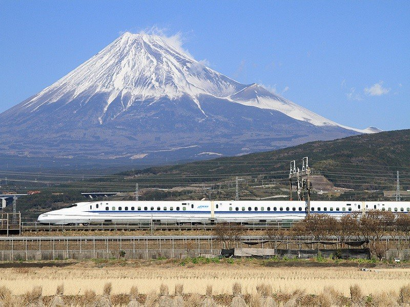 shinkansen_n700_with_mount_fuji