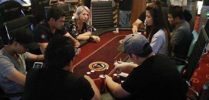nha-trang-poker-table