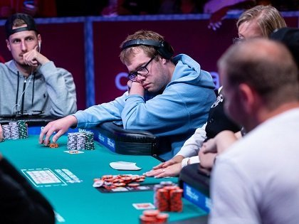 Abrupt halt at the WSOP Main Event with 109 remaining; Michael Dyer leads; Danny Tang among the few Asian hopefuls