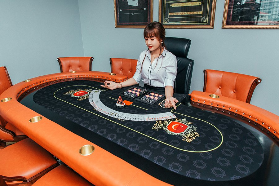 Crown Poker Club Hanoi table