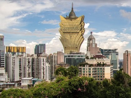 Macau Briefs: HKZM bridge connects Macau to Hong Kong; Less options for poker players