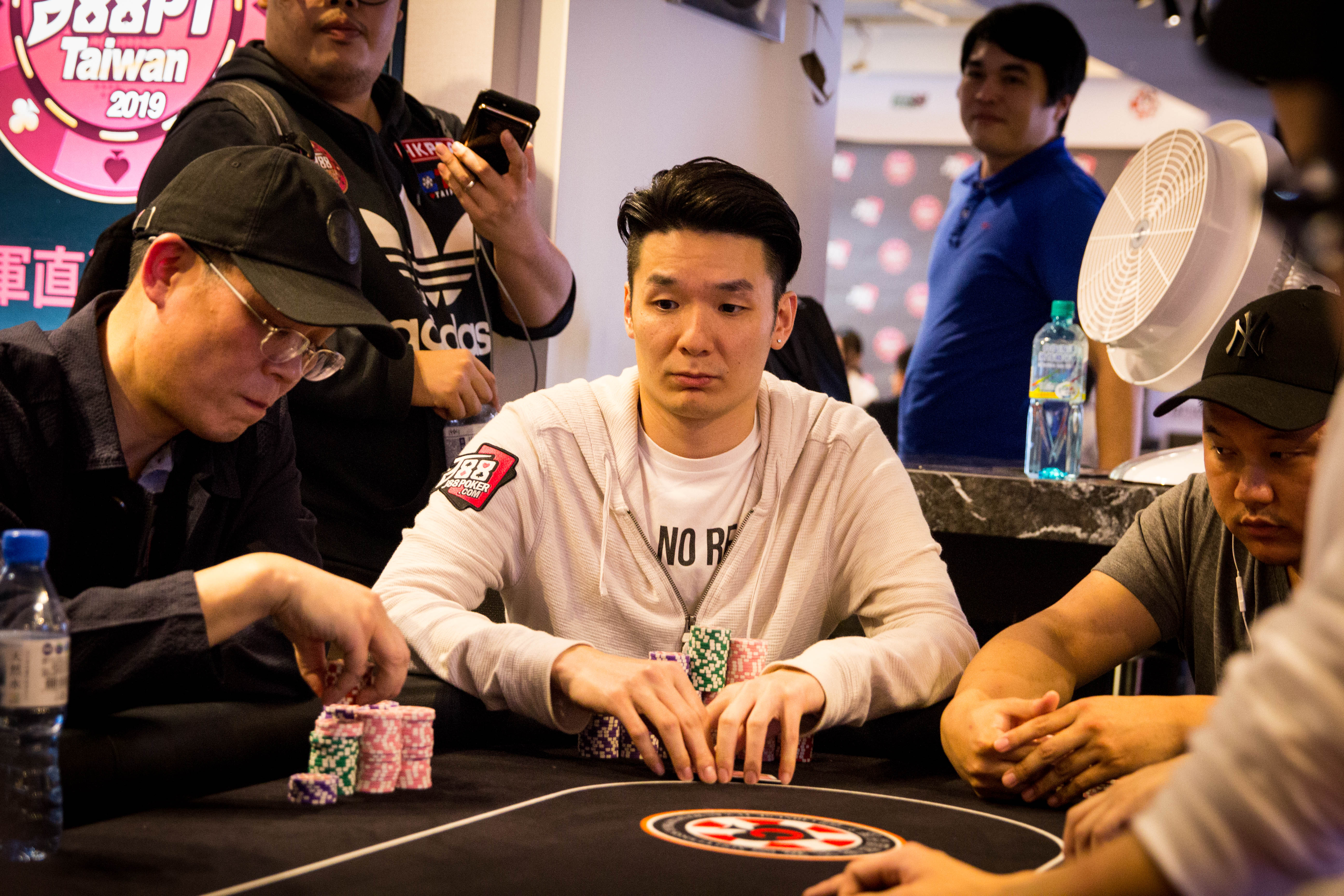J88Poker Tour: Vincent Li tops Main Event Day 1B; Team Event final 3 established
